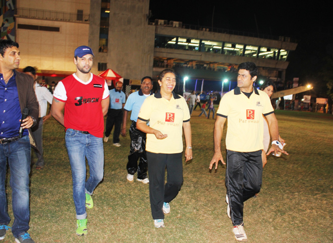 TV stars come together for a beti charity cricket!